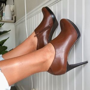 Worthington new brown leather ankle boots